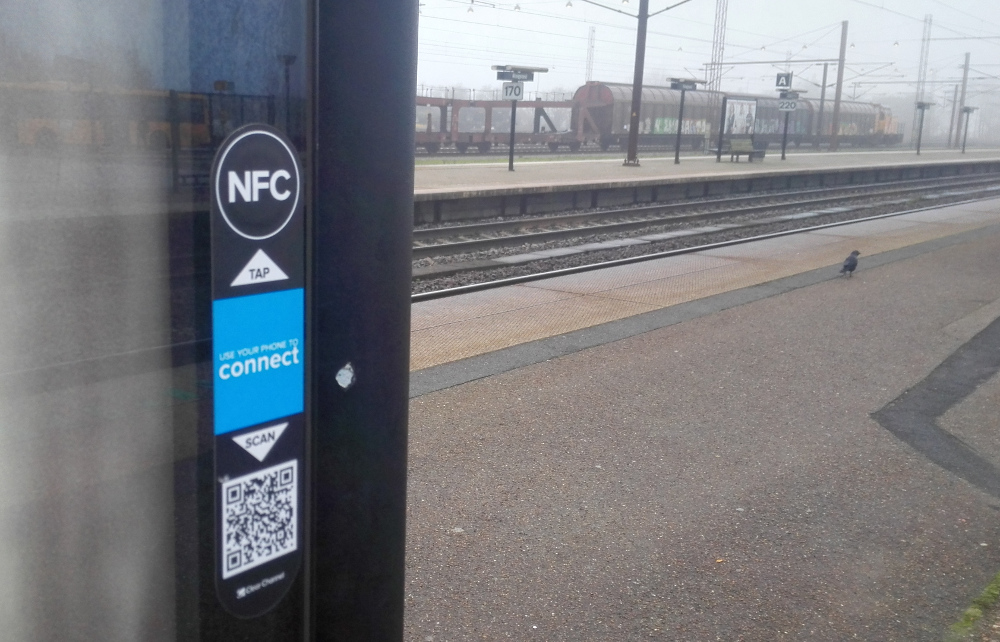 nfc-chip-sticker-train-station-banegård-near-field-communication